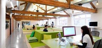 W jaki sprzęt musisz się zaopatrzyć urządzając biuro? Co może poczekać?