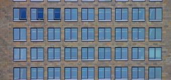 Elewacja i iluminacja – czyli jak uzyskać oświetlenie budynku biurowego