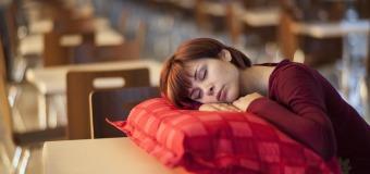 Chcesz się w końcu budzić wyspany do pracy? Pomożemy znaleźć Ci odpowiednią poduszkę!