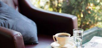 Sposób na ulgę w pracy siedzącej: poduszka rehabilitacyjna do siedzenia