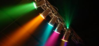 Oświetlenie eventowe – oświetlenie estradowe czy może konwencjonalne – jakie oświetlenie wybrać?