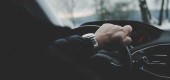 Wynajem krótkoterminowy samochodu w firmie – kiedy się opłaca?