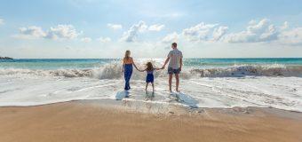 Z rodziną na wakacjach – o czym pamiętać przed i w hotelu?
