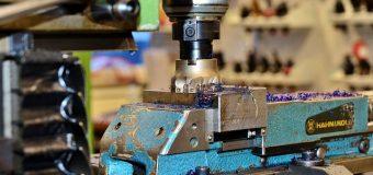 Kim jest i jakie obowiązki wykonuje operator CNC?